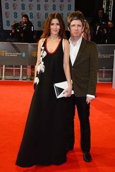 Pin for Later: Die Stars feiern bei den BAFTA Awards in London Sara Macdonald und Noel Gallagher