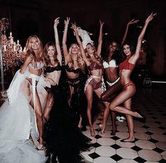 Victorias Secret Models, Victoria Secret Fashion Show, Victoria Secrets, Vs Models, Catwalk Models, Model Body, Ballet Beautiful, Taylor Hill, Taylor Swift