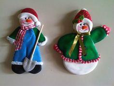 Muñecos de nieve imantado para decorar la nevera, elaborados con foamy.