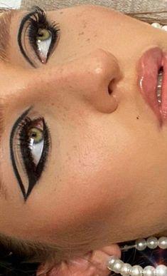 Dope Makeup, Edgy Makeup, Eye Makeup Art, Pretty Makeup, Makeup Inspo, Makeup Inspiration, Grunge Makeup, Green Eyes Makeup, Black Makeup Looks