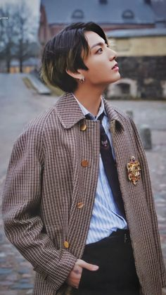 Image uploaded by ɢᴏʟᴅᴇɴ ɪᴅᴏʟ⁷. Find images and videos about kpop, bts and jungkook on We Heart It - the app to get lost in what you love. Foto Jungkook, Foto Bts, Jungkook Cute, Jungkook Oppa, Jung Kook, Busan, Jikook, Mode Kpop, Bts Pictures