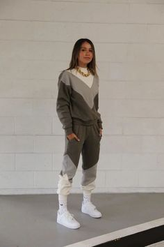 Malibu Jogger New Nike Sneakers, Sneakers Fashion, Biker Shop, News Just In, Fitted Joggers, Home Outfit, Short Tops, Fall Outfits, Sportswear