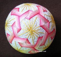 てまり「ねじり梅」白地、ピンクの花 手まり 手毬 手鞠