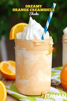 3 ingredients and 5 minutes is all that is standing between you and this fabulous Dreamy Orange Creamsicle Shake. It& bursting with orange flavor and is incredibly creamy. It is an amazing treat that will knock your socks off! Dessert Drinks, Köstliche Desserts, Frozen Desserts, Yummy Drinks, Healthy Drinks, Delicious Desserts, Dessert Recipes, Yummy Food, Frozen Treats