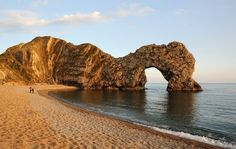 Jurassic Coast: Lulworth Cove and Durdle Door half day trip provided by Discover Dorset Tours Lulworth Cove, Day Trips From London, Jurassic Coast, Great Days Out, Bournemouth, Sandy Beaches, World Heritage Sites, Places To See, Monument Valley