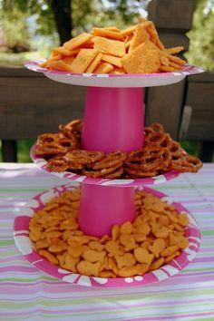 Stands+para+cupcakes+con+vasos+y+platos+desechables