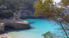 10 playas casi desiertas en Menorca.  http://www.ocholeguas.com/2012/07/03/espana/1341306550.html