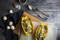 Recette Courge spaghetti farcie du blog de cuisine et stylisme culinaire Besly Bacon, Lard, C'est Bon, Vegetable Pizza, Vegetables, Gourds, Seasonal Recipe, Vegetable Recipes, Pork Belly