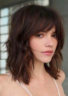 Ridiculous mid-length haircuts with bangs in 2019 - hair - hair styles - Ridiculous Medium Length Haircuts with Bangs in 2019 When it comes to crazy haircuts, we have to me - Bangs With Medium Hair, Medium Hairstyles With Bangs, Bangs Short Hair, Long Bob Bangs, Haircut For Medium Length Hair, Choppy Bob With Fringe, Short Medium Hair Styles, Mid Length Hair With Bangs, Medium Hair Styles For Women With Layers