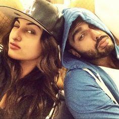 selfie lovers: Sonakshi Sinha and Arjun Kapoor Selfie