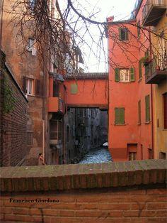 CANALI RIAPERTI: AFFACCI SUL CANALE DI RENO, centro storico BOLOGNA - Arch. Francisco Giordano - RIPRISTINO DEGLI AFFACCI: PROGETTO E DIREZIONE DEI LAVORI (1997) - Vie Malcontenti, Piella, Oberdan - BOLOGNA - Bologna, Italia - 1998