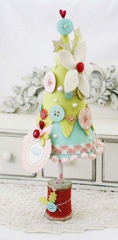 Embellished Felt Christmas Tree by Melissa Phillips for Papertrey Ink (December 2012)