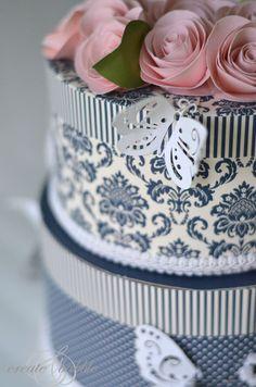 diy wedding cake card box by create&babble
