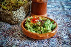 KNUSPERKABINETT: Knusprige im Ofen gebackene Curly Fries mit orientalischer Dattel-Guacamole und Rhabarbecue-Sauce