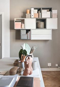 20 Practical Wall Ideas With Ikea EKET Cabinet practical ideas cabinet - Praktische Ideen Grey Bedroom Furniture, Ikea Bedroom, Living Room Furniture, Bedroom Decor, Bedroom Storage, Ikea Shelves Bedroom, Ikea Wall Decor, Ikea Wall Shelves, Gray Bedroom