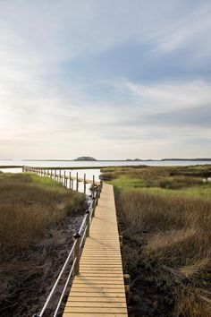 With its coastal architecture, manicured landscaping, and a bold exterior color palette, DIY Network Blog Cabin 2016 offers a spectacular Florida…