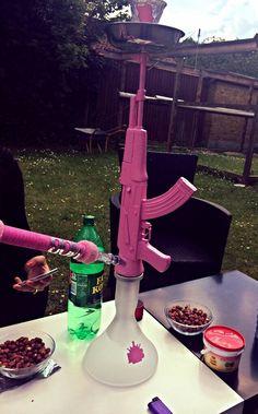 hookah, gun, and pink Bild Boujee Aesthetic, Badass Aesthetic, Bad Girl Aesthetic, Stoner Room, Stoner Art, Fille Gangsta, Gangsta Girl, Rauch Fotografie, Glass Pipes And Bongs