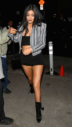 kylie-jenner-and-kendall-jenner-night-out-style-leaving-craig-s-restaurant-in-west-hollywood-april-2015_1.jpg (1280×2260)
