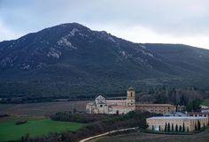 A la sombra de Montejurra, el monasterio de Itatxe, que fue Hospital de peregrinos, universidad, hospital de guerra y colegio de religiosos. Un impresionante conjunto monumental. (Foto: @lopedemata / Instagram)