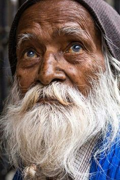 Eyes of Varanasi - In the streets of Varanasi More photos on my fanpage: Rehahn Photography Old Man Portrait, Photographie Portrait Inspiration, Old Faces, Foto Art, Jolie Photo, Interesting Faces, Photo Reference, Male Face, World Cultures