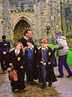 Trio behind the scenes of Sorcerer's Stone ~ Can't get over how young they were!