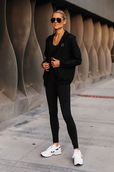 Black Windbreaker, White Fashion, Style Fashion, Fashion Jackson, Insta Photo Ideas, Blonde Women, Workout Pants, Black Leggings, Reebok