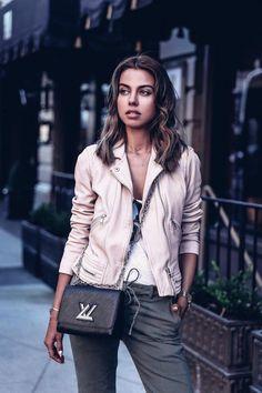 0084336d95c3 Louis Vuitton Twist PM Epi Leather black bag