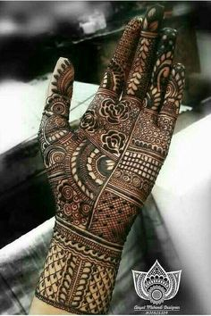 Mehndi henna designs are searchable by Pakistani women and girls. Women, girls and also kids apply henna on their hands, feet and also on neck to look more gorgeous and traditional. Henna Art Designs, Mehndi Designs For Girls, Mehndi Designs 2018, Mehndi Designs For Beginners, Modern Mehndi Designs, Dulhan Mehndi Designs, Mehndi Designs For Fingers, Indian Henna Designs, Legs Mehndi Design