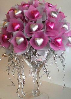 Mother's day bouquet! Candy Bouquet Diy, Valentine Bouquet, Gift Bouquet, Valentine Wreath, Valentine Decorations, Valentine Crafts, Valentine Day Gifts, Boquet, Valentines Day Baskets