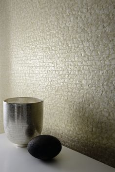 Éclat collection - wallcovering Mother of pearl weaving. Hand-crafted product Making 2 meters can sometimes take up to 2 days. Interior Design Images, Beautiful Interior Design, Cork, Earth Texture, Art Deco, Metallic Yarn, Faux Painting, World Of Interiors, Design Seeds