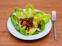 Little gem salát s olivami a vejci Gem, Cabbage, Vegetables, Food, Red Peppers, Essen, Jewels, Cabbages, Vegetable Recipes
