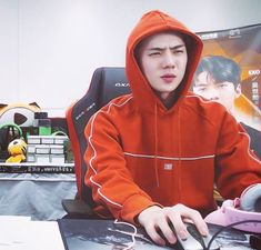 my mood online Sehun, Exo K, Memes Exo, Funny Kpop Memes, Meme Faces, Funny Faces, Facepalm Meme, Types Of Boyfriends, Exo Lockscreen