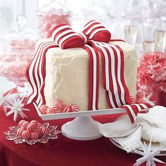 White Cake with Peppermint Frosting and Fondant Bow
