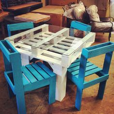 awesome I wouldn't do glass top but the idsa is cute.... DIY pallet chair & table with glass top