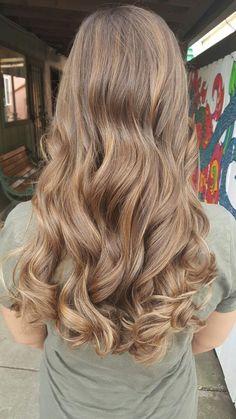 my favorite brown hair color Light Brown Hair, Light Hair, Wavy Hair, Dyed Hair, Hair Inspo, Hair Inspiration, Brunette Hair, Gorgeous Hair, Beautiful Beautiful