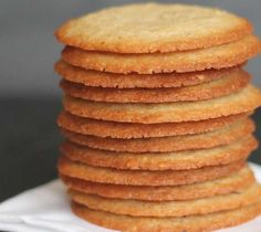 Crisp Almond Cookies-thin crisp cookies with lots of almond flavor ~ These look SOOO good! I love almond cookies! Almond Cookies, Yummy Cookies, Chocolate Cookies, Chocolate Chocolate, Cream Cookies, Oatmeal Cookies, Cake Cookies, Hazelnut Cookies, Pecan Cookies