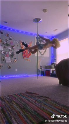 Pole Dance Moves, Pole Dancing Fitness, Dance Tips, Pole Fitness, Gym Workout For Beginners, Gym Workout Tips, Workout Videos, Aerial Dance, Aerial Yoga
