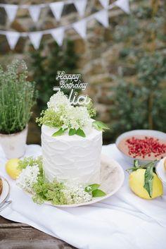 Geburtstagstorte auf dem Kuchenbuffet Tapas, Summer Wedding, Wedding Cakes, Table Decorations, 40 Birthday, Garden Parties, Birthday Cake Toppers, Essen, Wedding Gown Cakes