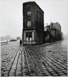 Robert Doisneau - Au Bon Coin, quai du Port, Saint-Denis, 1945
