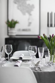 Table setting - grey and purple