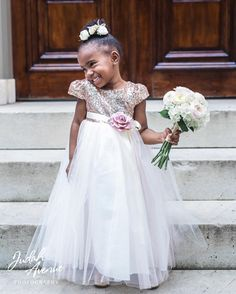 We're loving this little cutie spied in the party of today's featured #wedding…