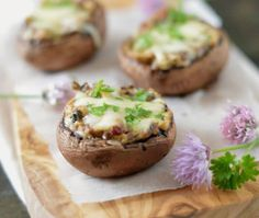 Gevulde Champignons met Kruidenroomkaas Gourmet Recipes, Dinner Recipes, Healthy Meals To Cook, Energy Snacks, Cook At Home, Fresh Vegetables, Veggies, Different Recipes, Kraut