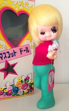 Alice eyelashes girl. made in Japan Old doll with show of everyday use and wear. High: 32cm I would be happy to answer any questions you have.