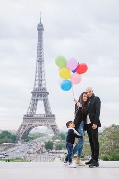 Book a Paris family photographer in no-time. What if the family shoot will become the highlight of your Paris trip ? Balloons Photography, Paris Photography, Photography Ideas, Eiffel Tower Location, France Photos, Romantic Photos, London Photos, Most Beautiful Cities, Paris Travel