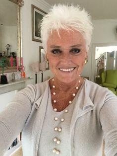 Short white hair – New Site - Weißes Haar Short White Hair, Funky Short Hair, Super Short Hair, Short Hair Cuts For Women, Short Pixie, Short Blonde, Pixie Cuts, Blonde Hair, Short Spiky Hairstyles