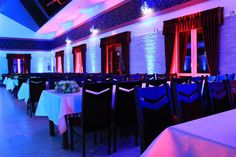 Sala weselna Pawie Oczko Tylice/Nowe Miasto Lubawskie Dekoracje światłem  #weddingplanner #decoration #light #violet #lavender  http://pawieoczko.eu/