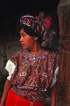 Guatamala woman Mexican Outfit, Mexican Style, Guatemalan Textiles, Guatemalan Art, Unique Jobs, Guatemala City, Mexico Culture, World Photography, Central America