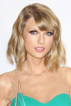 20 Short Wavy Hairstyles With Bangs Short Wavy Hair, Short Hair Styles, New Hair, Your Hair, Red Carpet Hair, Make Up Braut, Great Hair, Hairstyles With Bangs, My Idol