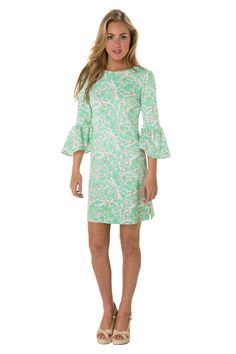 Gin and Tunic - This Gin and Tunic is your perfect warm weather staple! The nylon/spandex blend is breathable, cool, and wrinkle-resistant making it perfect to pack for vacations. #LissaMarSummer