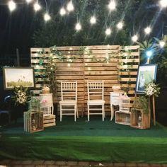 15 Wooden Pallet Wedding Backdrop Eco-Friendly Way To Use In Your Wedding Decor Pallet Wedding, Diy Wedding, Wedding Events, Trendy Wedding, Wedding Songs, Wedding Photos, Photo Booth Wedding, Wedding Ideas, Bali Decor
